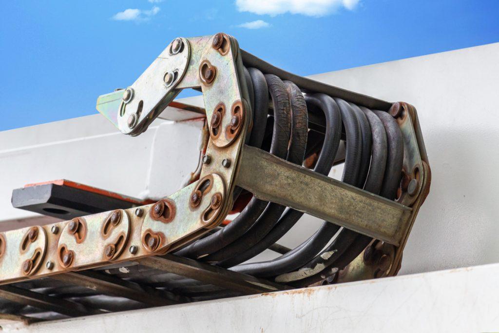 Verrostete Stahlkette an einem Cherry Picker