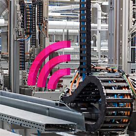 Intelligente Schleppketten in einer Fabrik für Motoren