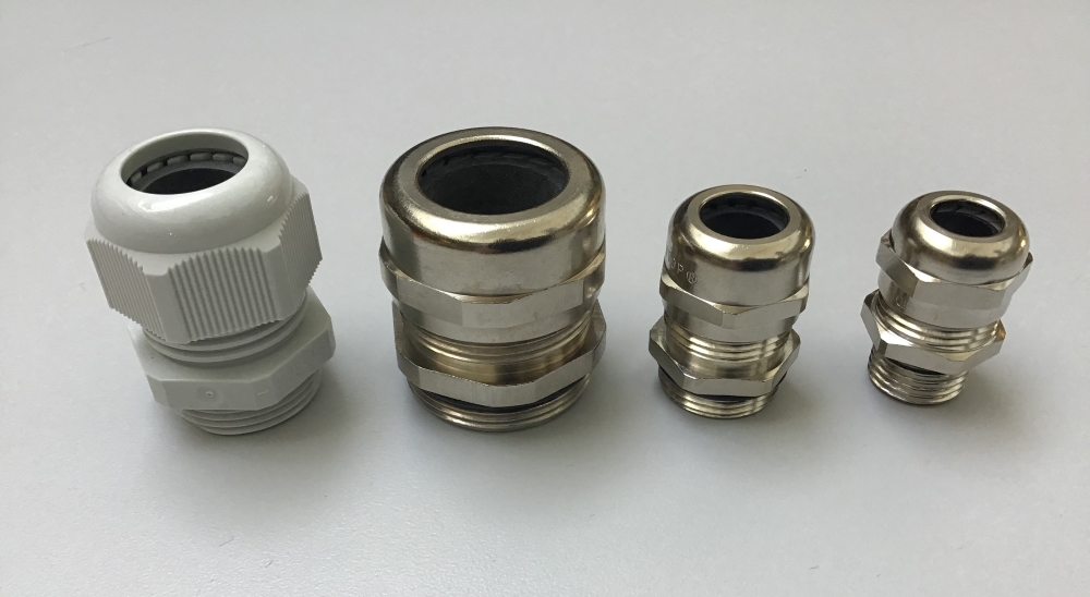 Cable glands made of polyamide and nickel-plated brass