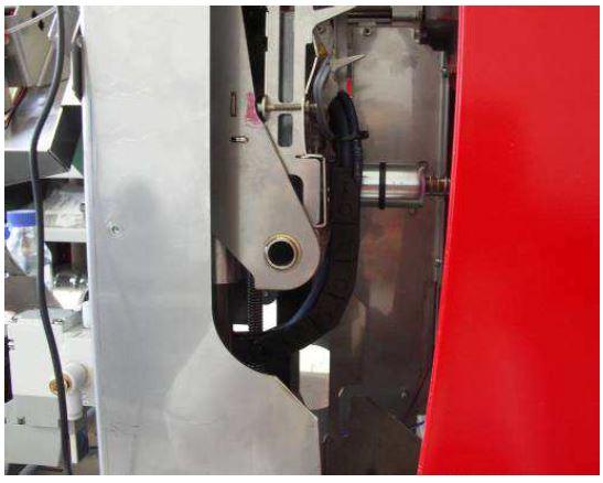 igus Energiekette und chainflex Leitung in Laborgerät auf engstem Raum