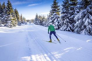 Skiläufer als Vergleich zu Leitungen in Kälteanwendungen