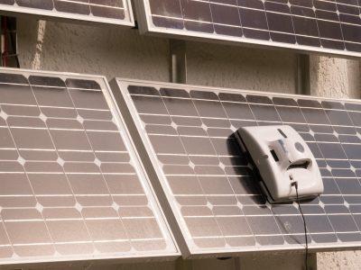 Reinigung von Solarmodulen durch Roboter