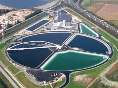 Die um 360 Grad drehbare Brücke der Schlickaufbereitungsanlage mit knapp 180 Metern Spannweite.